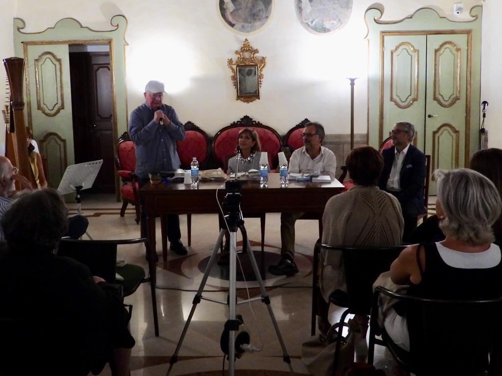 """Presentato a Matera """"L'assenso e la negazione"""" di Michele Andrisani"""